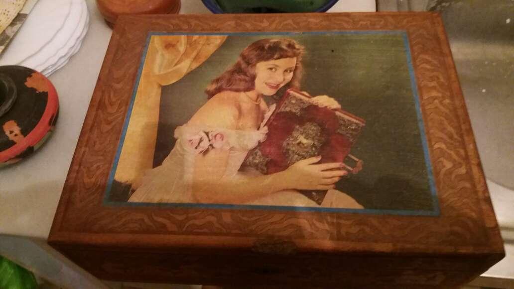 Imagen caja madera antigua