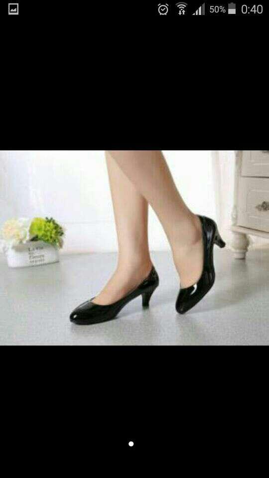 Imagen producto Zapatos negros de tacon  1