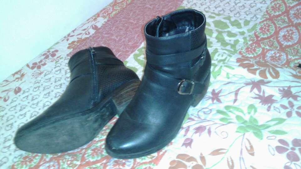 Imagen producto 2 zapatos de tacón por 15€ 2