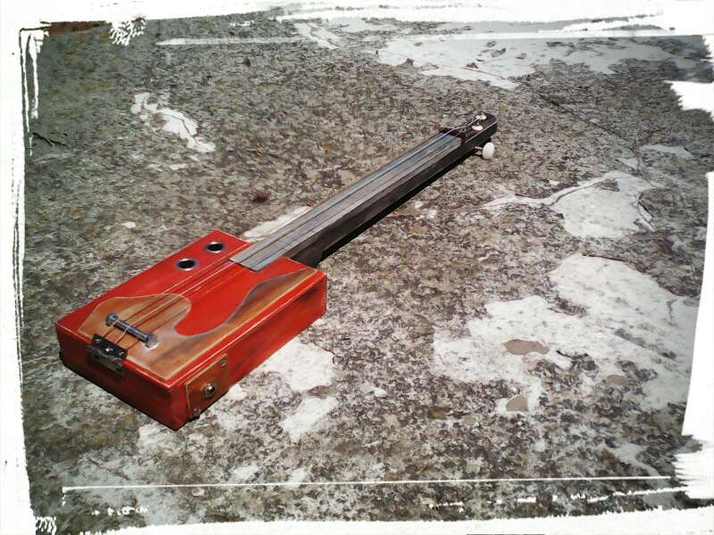 Cigar box guitar en gibrale n huelva wendoo for Muebles martin huelva