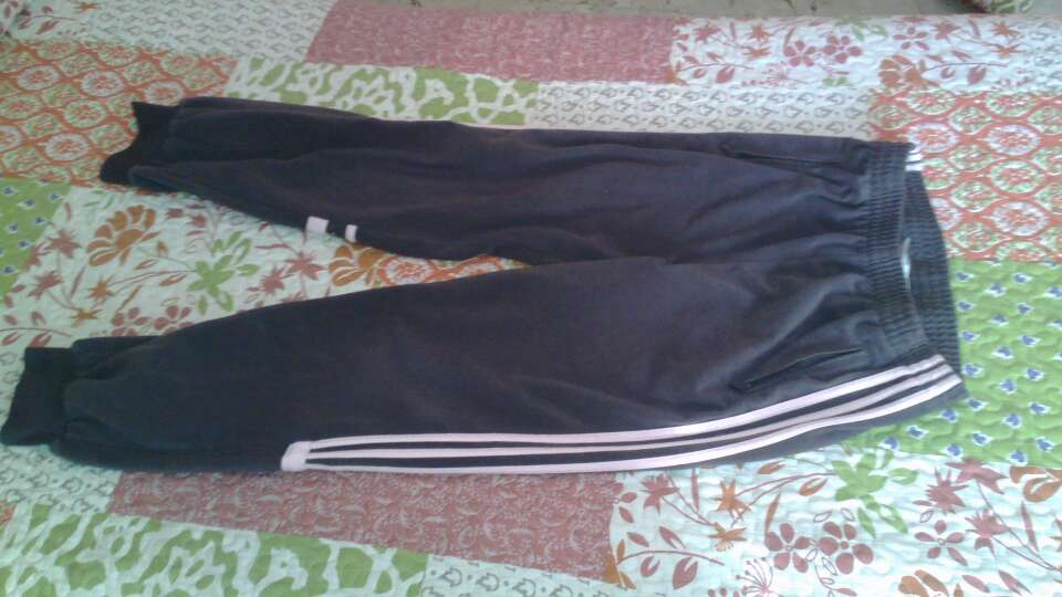 Imagen 3 pantalones adidas por 20€