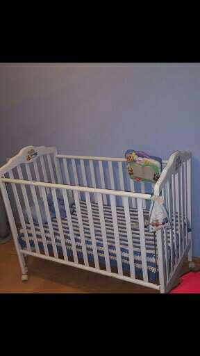 Imagen cuna bebe de madera