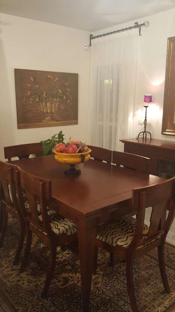 Mesa comedor con seis silla en espartinas sevilla wendoo for Mesas comedor sevilla