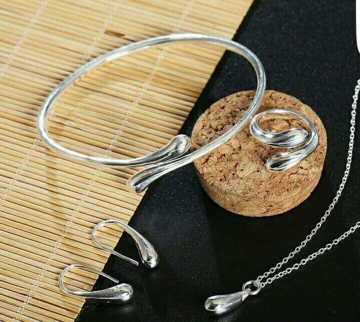 Imagen conjunto anillo, pulsera, pendientes y colgante