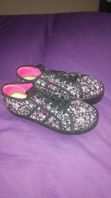 Imagen zapatillas flores