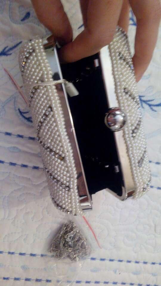 Imagen producto Bolso fiesta con perlas blancas y brillantes 2