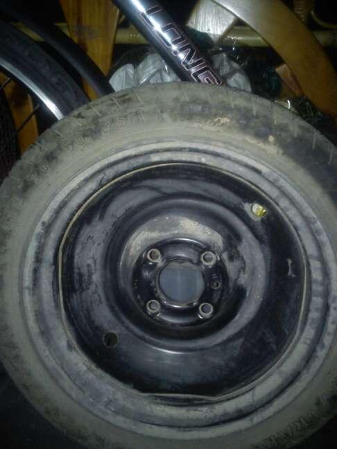 Imagen Rueda de coche y neumático