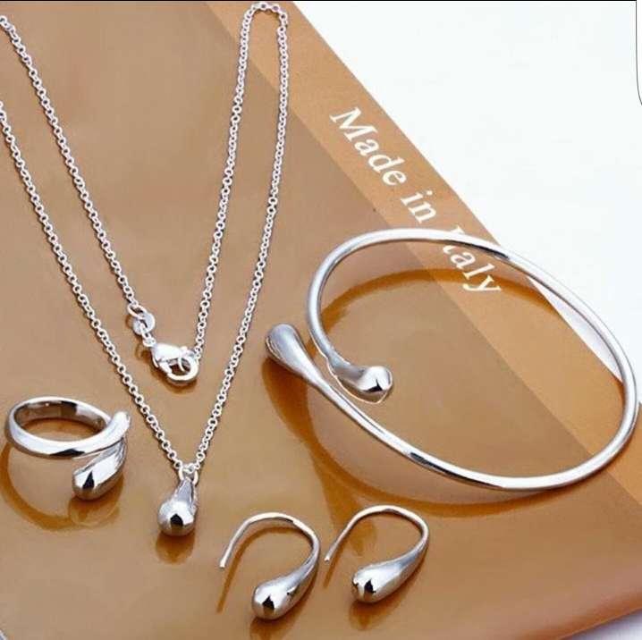 Imagen conjunto anillo , pendientes ,  colgante y pulsera a juego