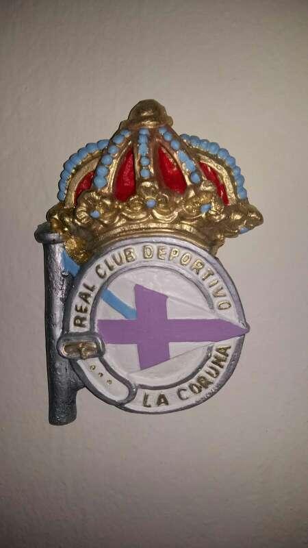 Imagen escudos deportivo colgar 28cm en color y bronce