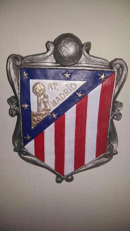 Imagen escudos at Madrid colgar 28cm color y bronce