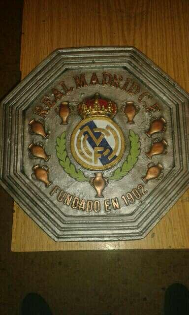 Imagen escudos real Madrid colgar 34.5 x 34.5cm color y bronce