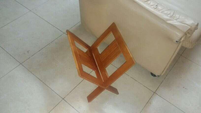Imagen revistero de madera