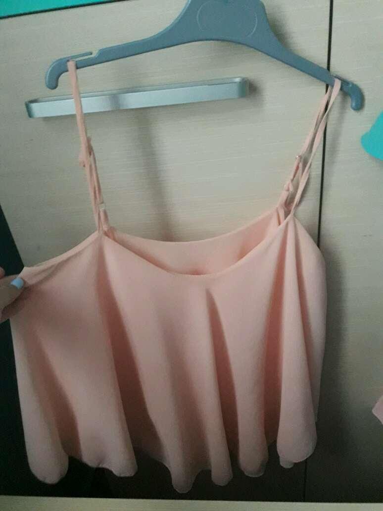 Imagen camisa rosa con volantes