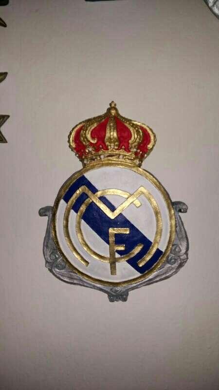 Imagen escudos real Madrid colgar 28cm color y bronce