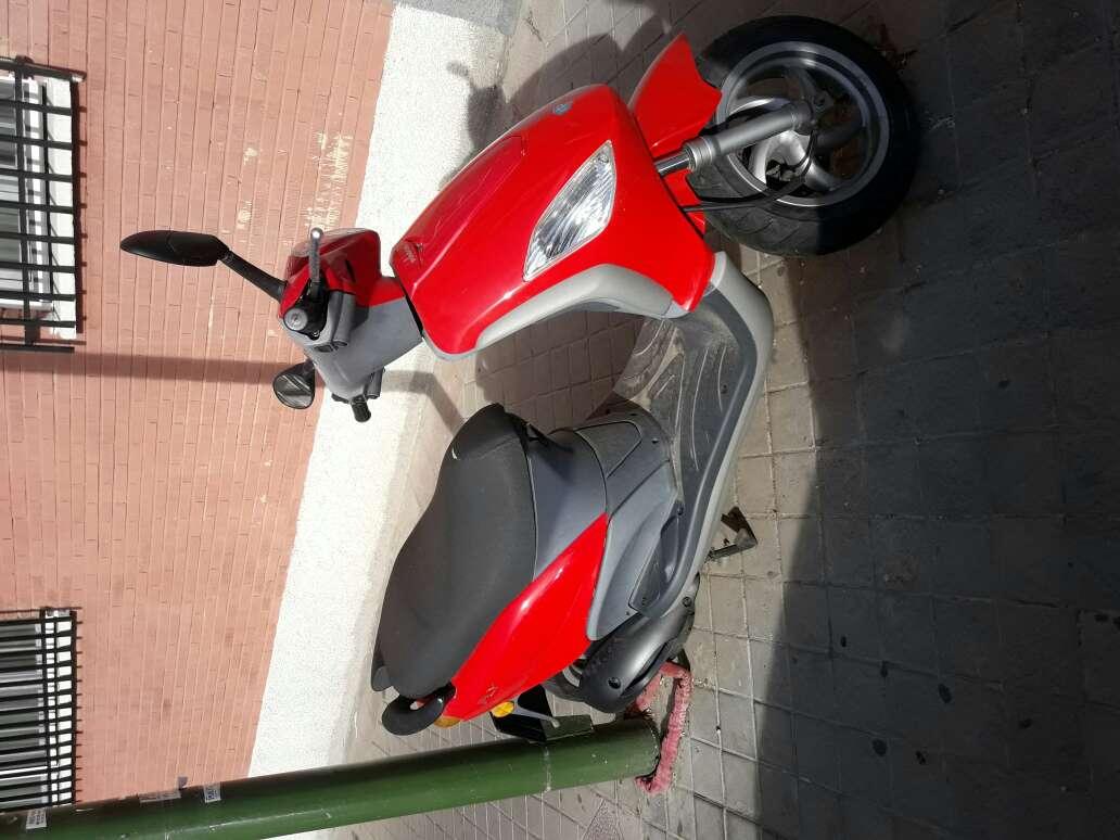 Imagen moto piaggio fly125