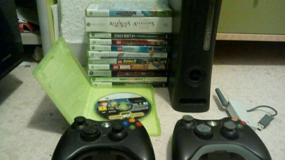 Imagen Xbox 360 120 G + 12 juegos + 2 mandos + adaptador WiFi