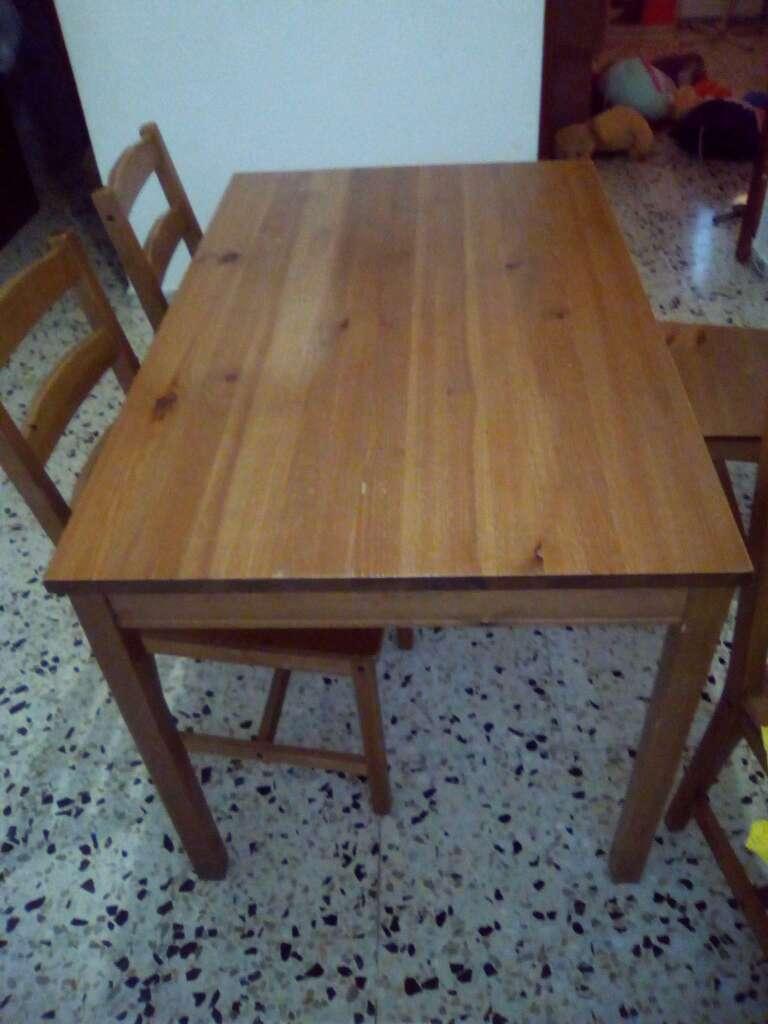 Imagen mesa y sillas