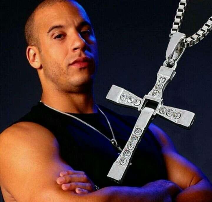 Imagen Cruz con Cadena de Dominic Toretto, a estrenar