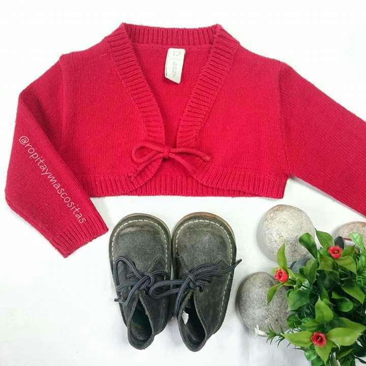 Imagen producto Oferta lote niñas. Plumas bolero y pijama  4