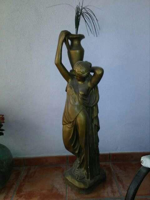 Imagen figura de mujer con cántaro