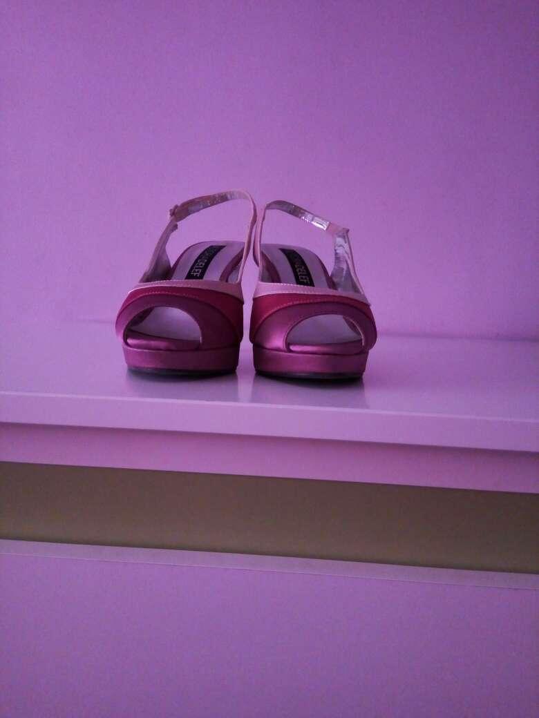 Imagen vendo zapatos de fiesta