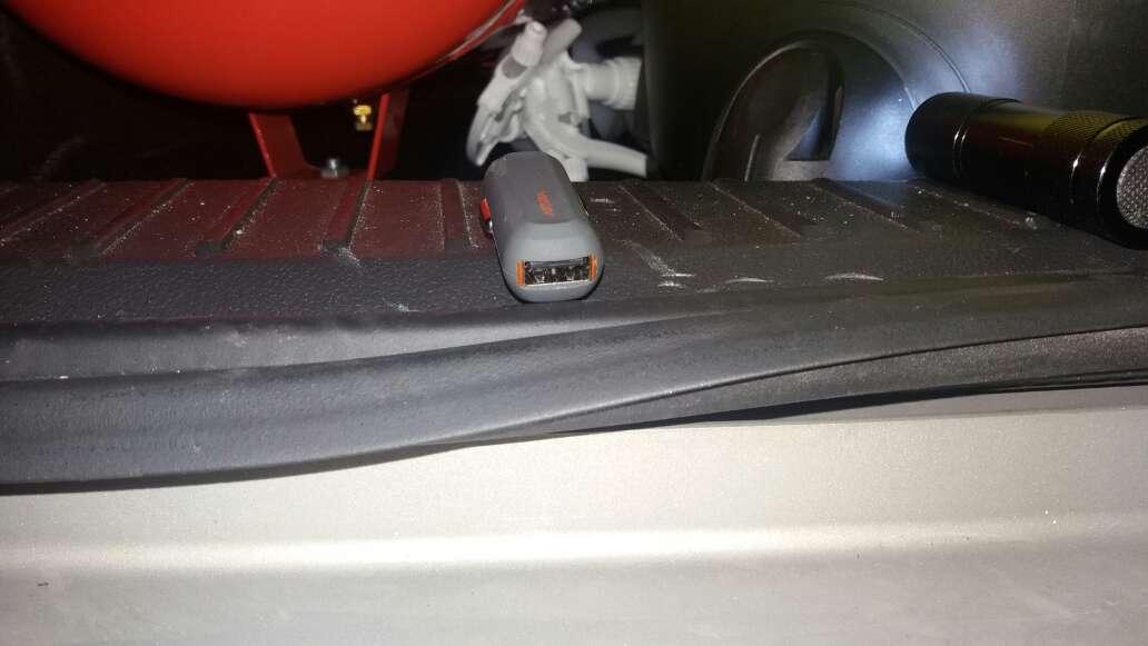 Imagen adaptador USB para el mechero del coche