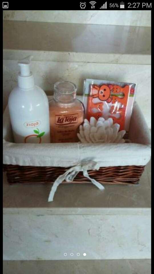 Imagen cesta con productos baño