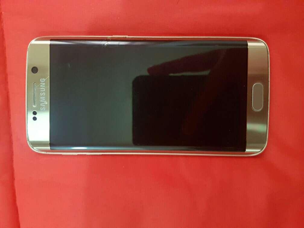 Imagen samsung galaxy s6 edge con desperfecto en pantalla