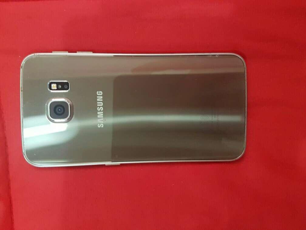 Imagen producto Samsung galaxy s6 edge con desperfecto en pantalla 2