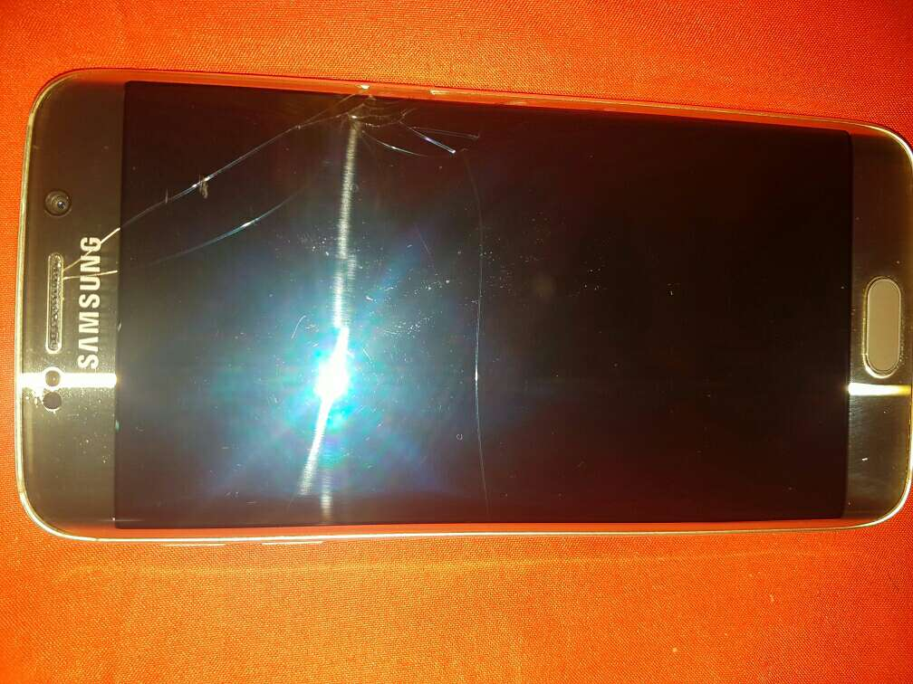 Imagen producto Samsung galaxy s6 edge con desperfecto en pantalla 4