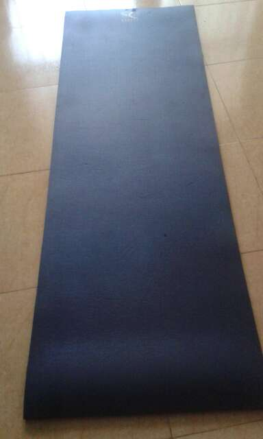 Imagen esterilla de yoga gordita