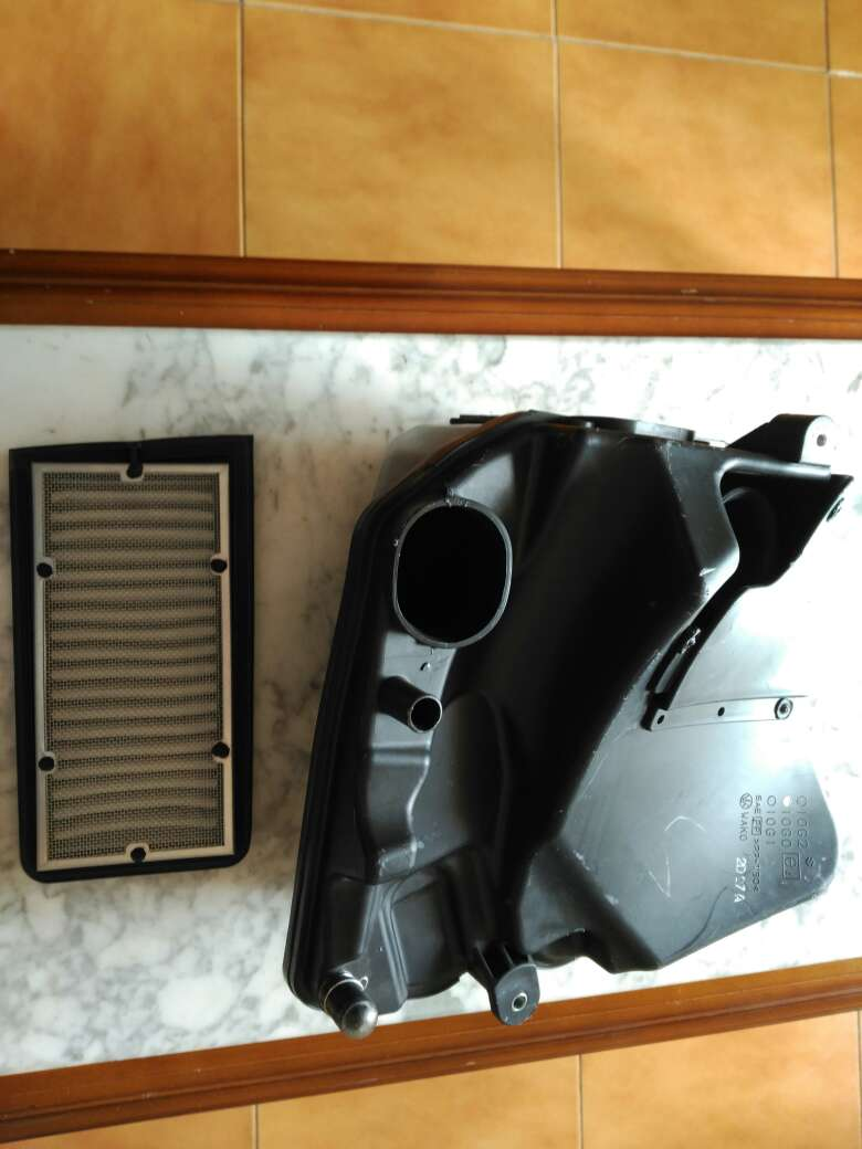 Imagen depósito de aire con filtro moto