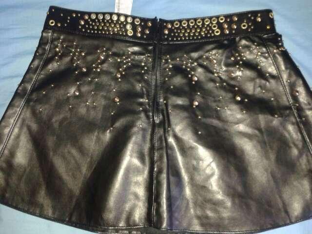Imagen producto Minifalda Zara polipiel tachuelas 2