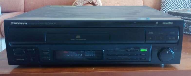Imagen Reproductor Laserdisc Pioneer sin mando con película
