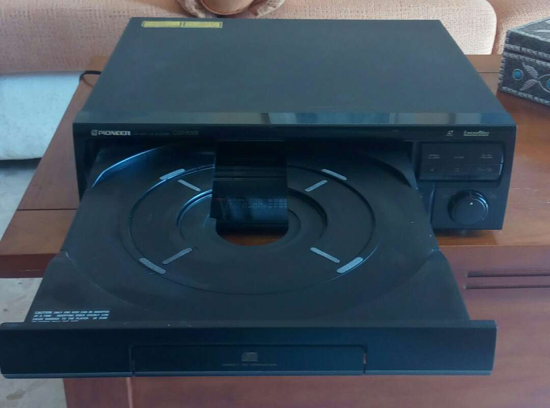 Imagen producto Reproductor Laserdisc Pioneer sin mando con película  2