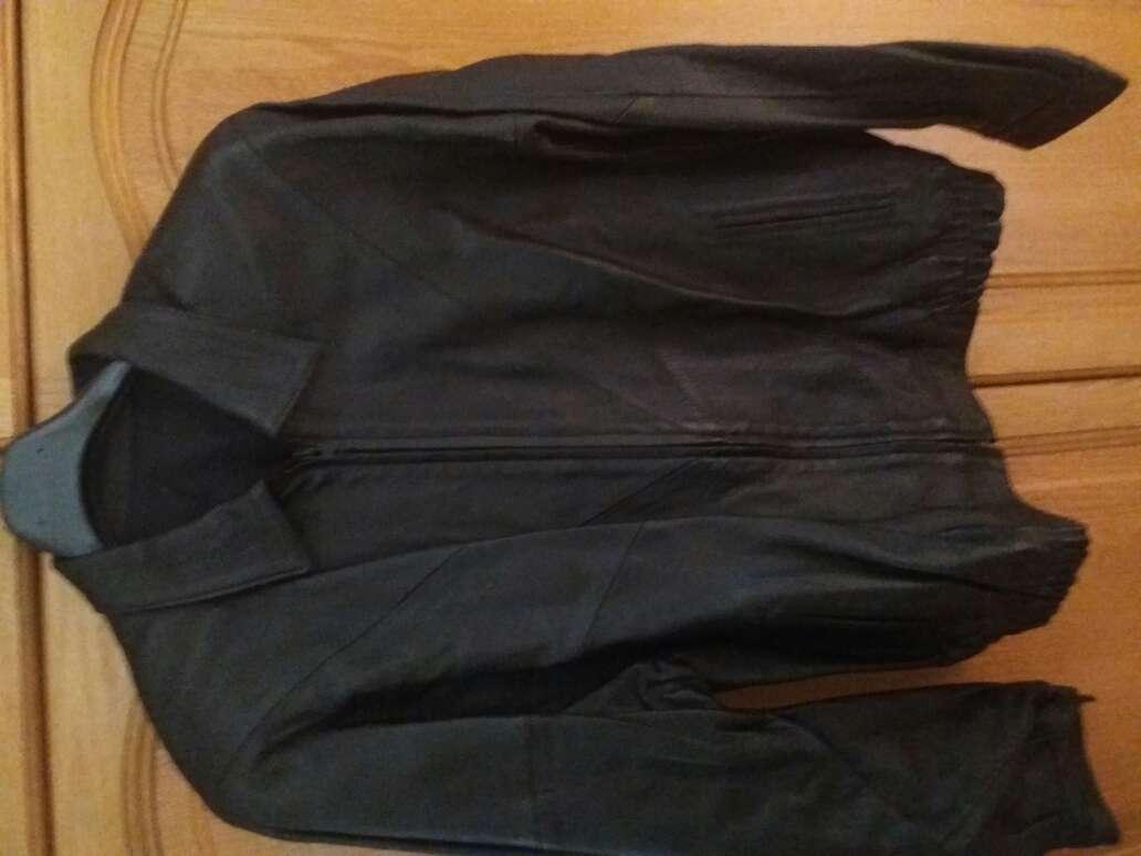 Imagen chaqueta de piel,talla grande,seminueva