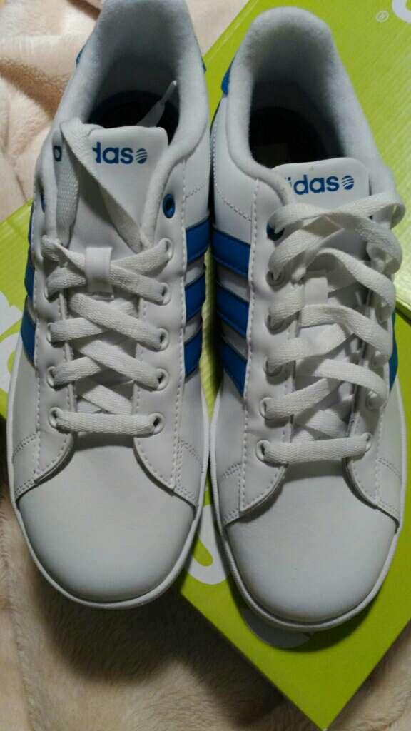 Imagen producto Deportivas Adidas nuevas 3