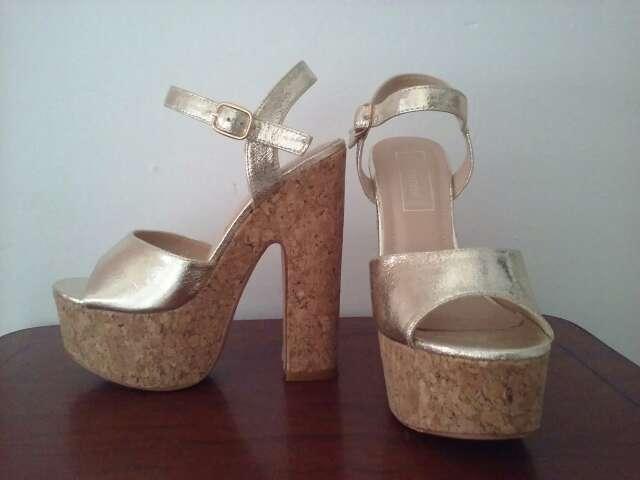 Imagen zapato platino tacon ancho