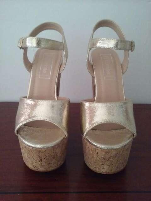 Imagen producto Zapato platino tacon ancho 2