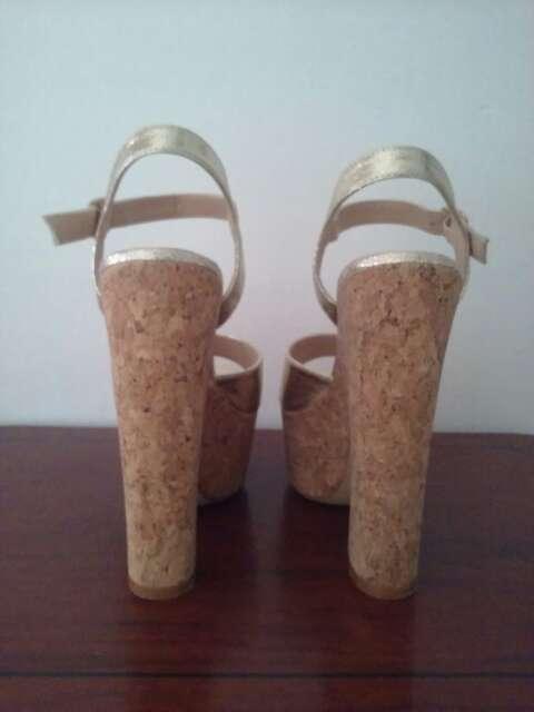 Imagen producto Zapato platino tacon ancho 3