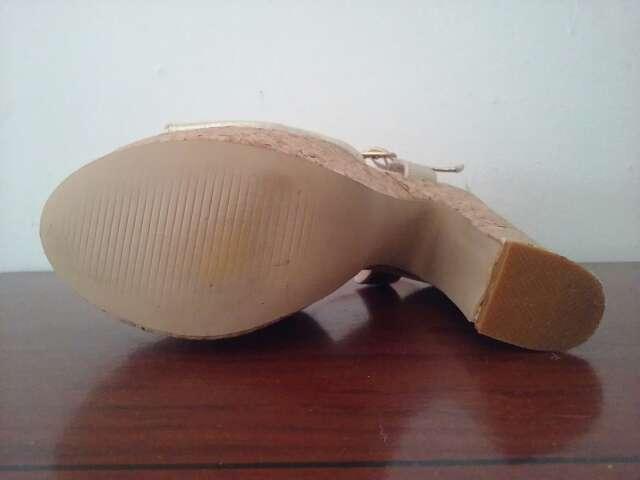 Imagen producto Zapato platino tacon ancho 4