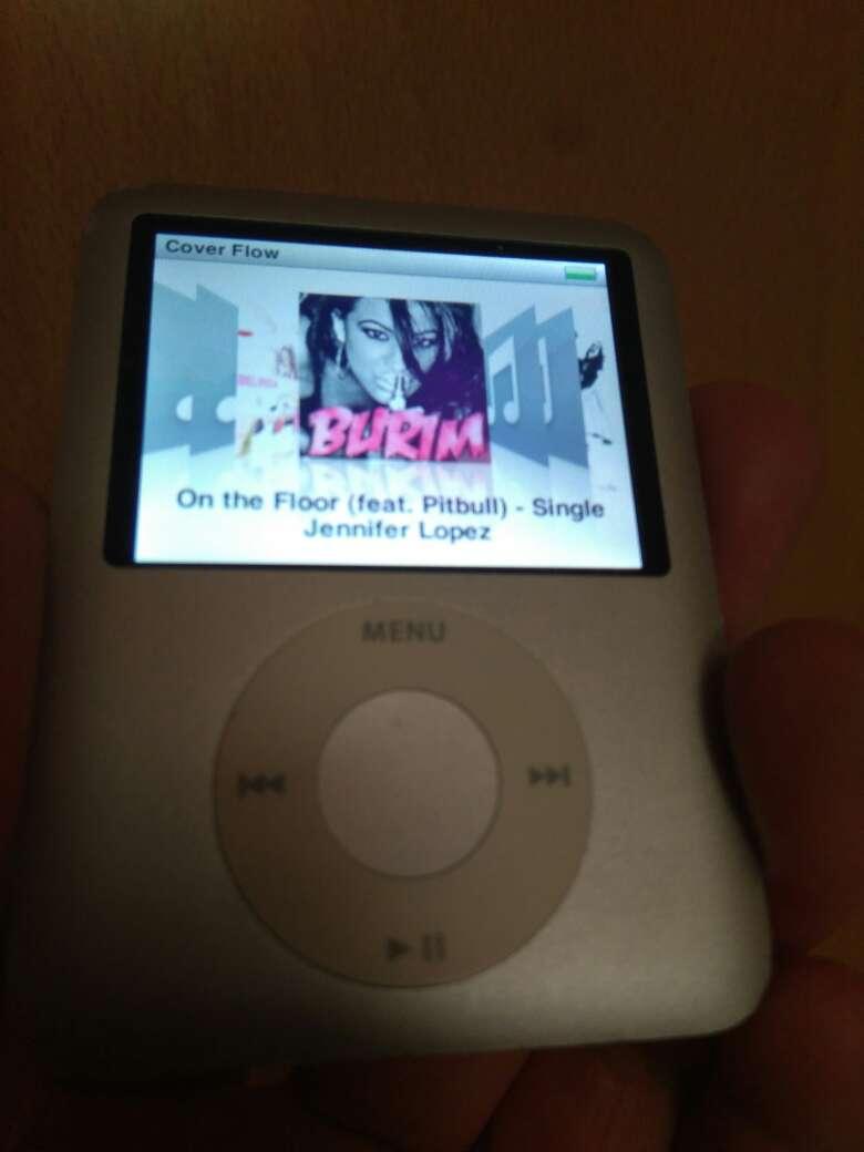 Imagen iPod táctil y en color .