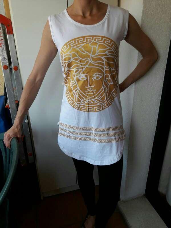 Imagen Camiseta blanca y dorada
