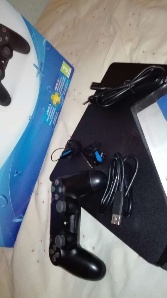 Imagen producto Play Station 4+Ps Plus 2