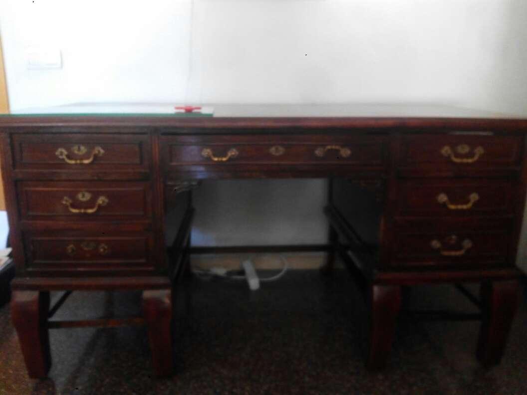 Imagen mesa escritorio clasica