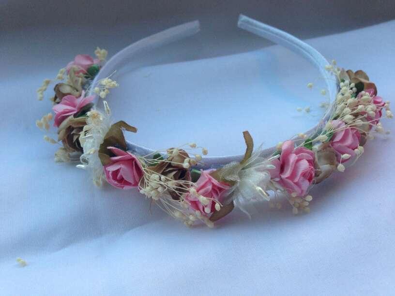 Imagen diadema de flores artesana