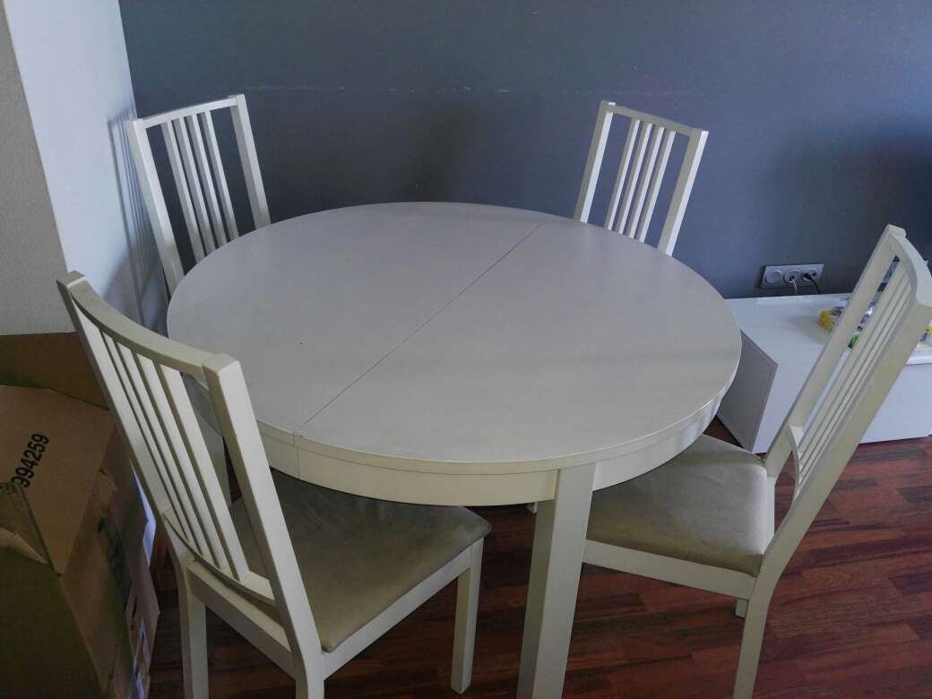 Imagen mesa de comedor y mesita de noche urgente vender