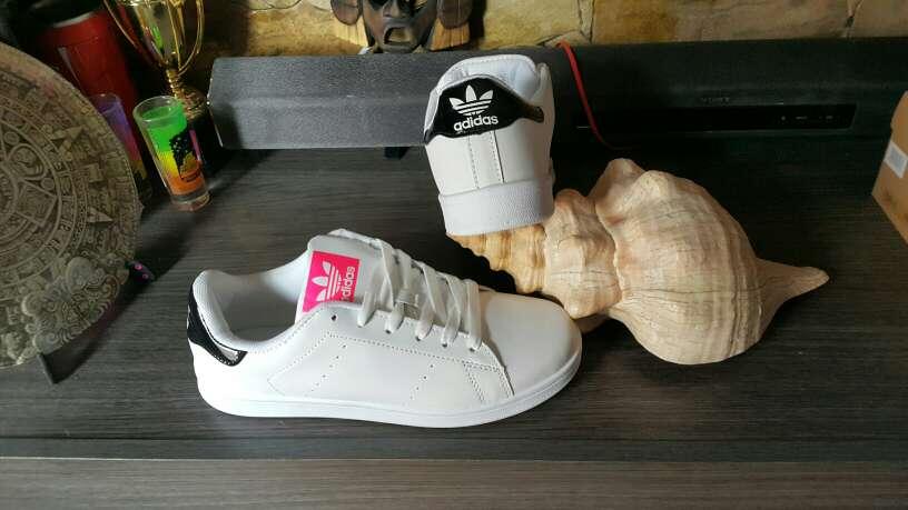 Imagen Zapatillas Adidas N40 nuevas