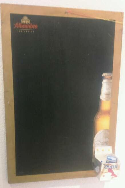 Imagen Pizarra de pared de cervezas alhambra