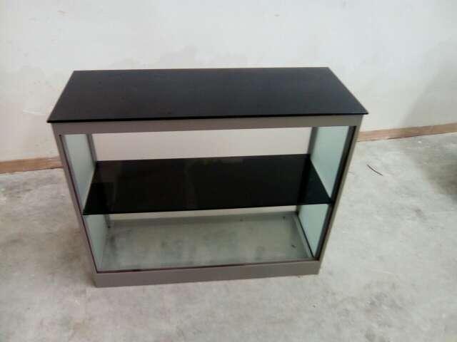 Imagen producto Mueble de aluminio y cristal 2